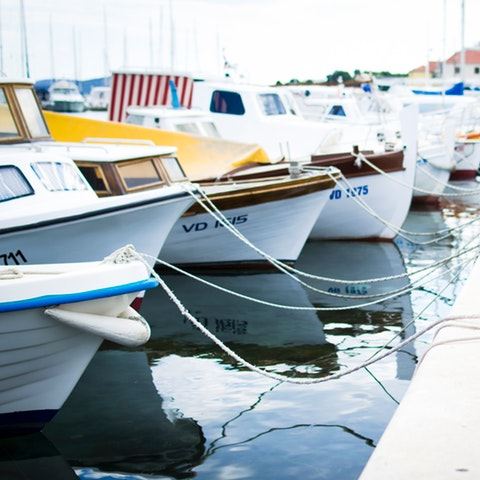 Båtar i en hamn