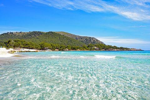 Strand vid Medelhavet